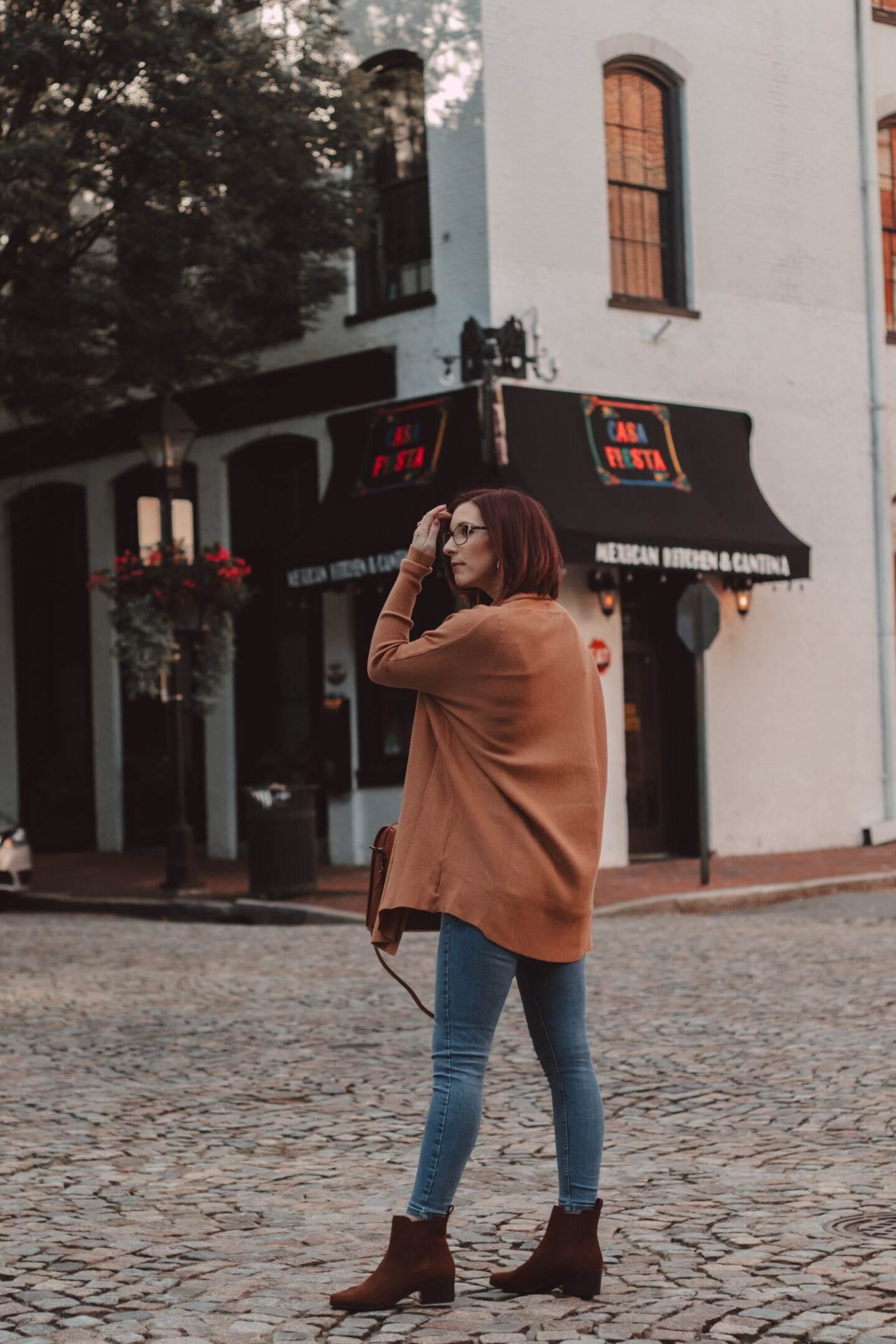 Simple Cardigan Outfits for Fall That You'll Love | She Saw Style